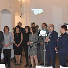 Vzácní hosté spolu s týmem, který se na přípravě publikace podílel – záběr ze slavnostního představení knihy v Mansých krámech 24. října 2019